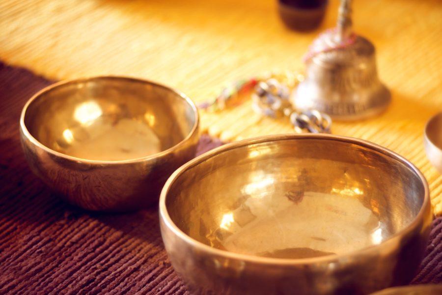 Klänge erleichtern die Entspannung bei einer Massage Sitzung